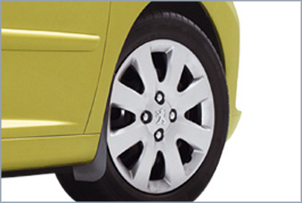 Peugeot 207 - Stænklapper formstøbt foran